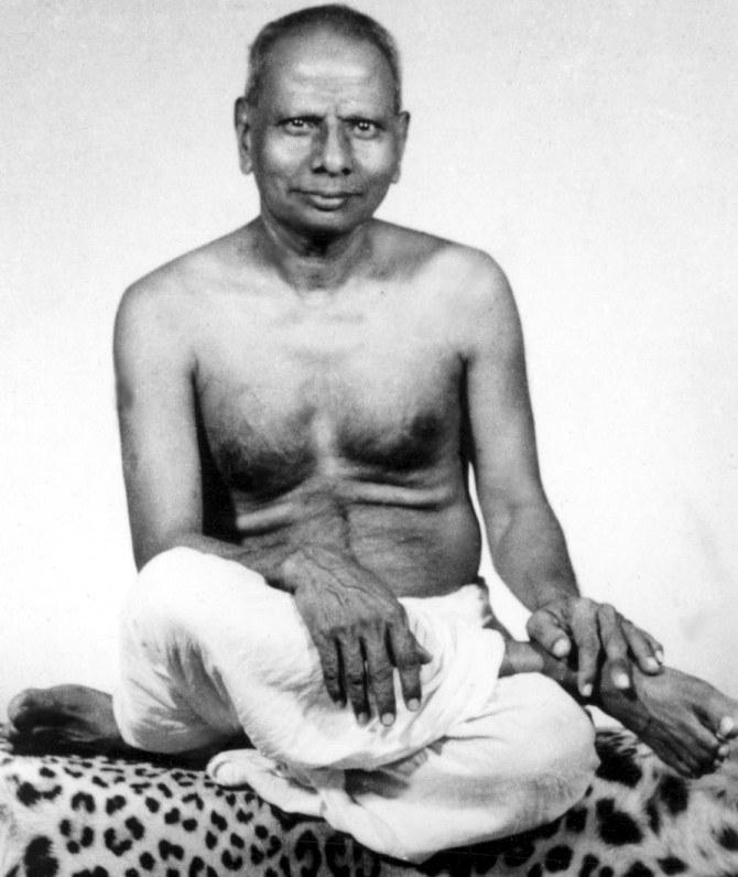 hindu-nisargadatta_maharaj_younger_sitting_bare-chested_leopard_skin