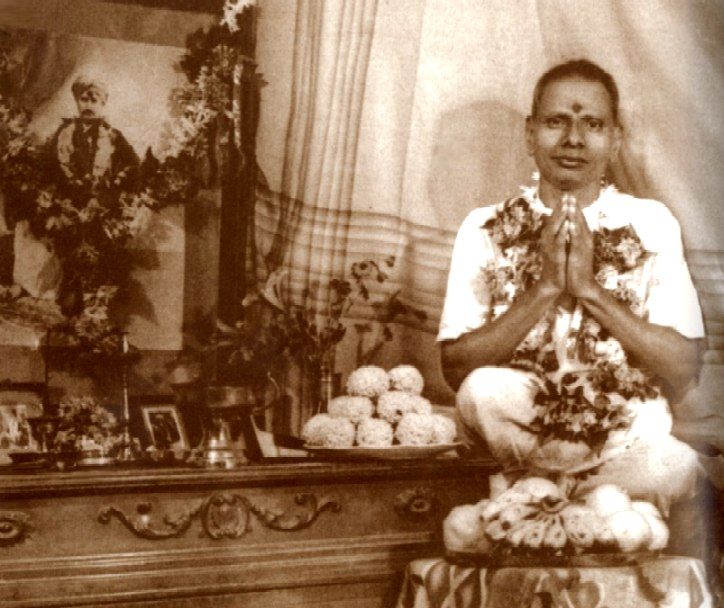 hindu_nisargadatta_maharaj_young_by_guru_altar