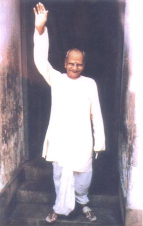 nisargadatta-maharaj-mao-para-cima