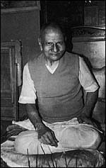 nisargadatta-maharaj-sentado-2
