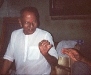 nisargadatta-maharaj-sentado-olhando