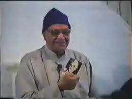 papaji-holding-bhagavans-picture