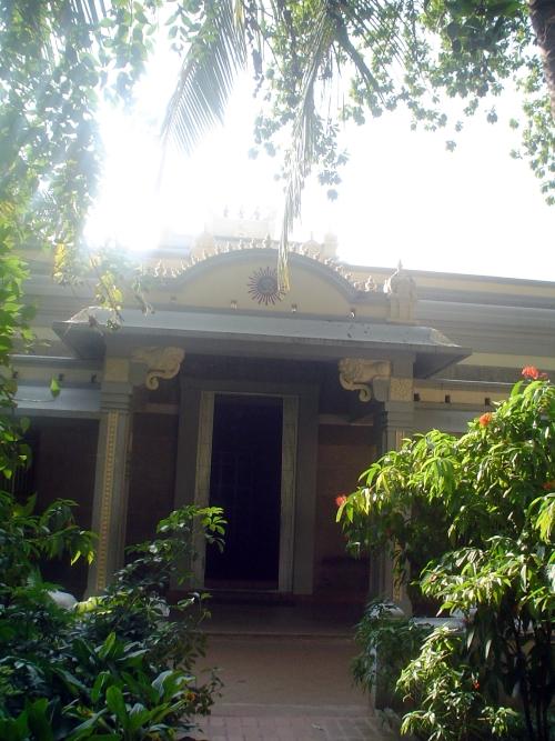 shrines-bhagavan-door